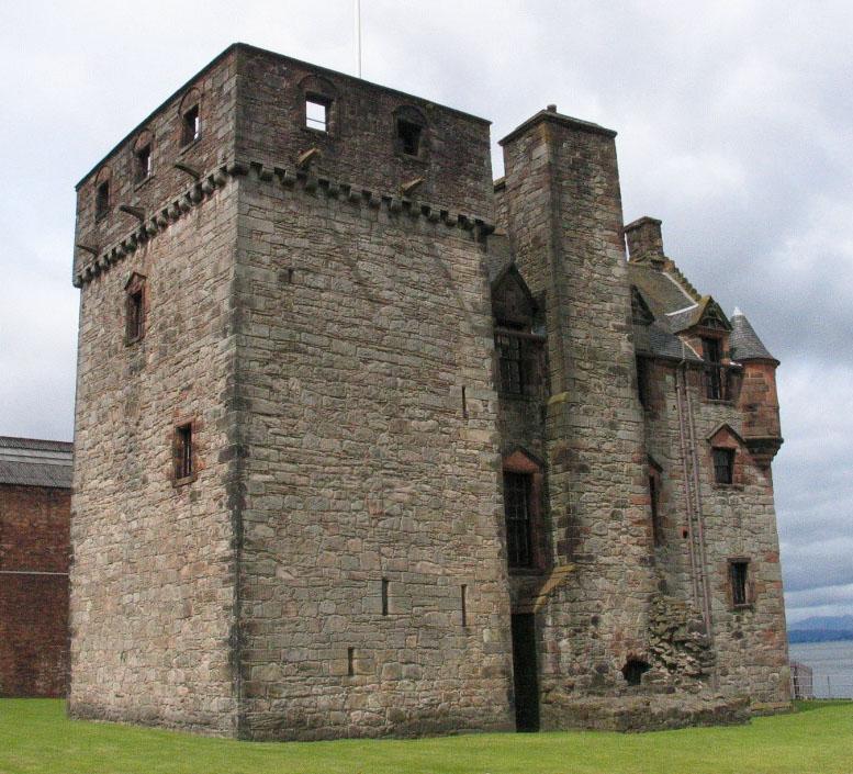 PGnewark castle LG11 cropped